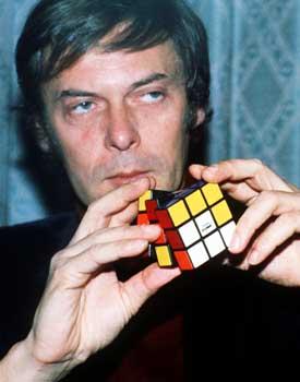 http://www.pergioco.net/Giochi/Rompicapi/CuboRubik/ErnoRubik.jpg